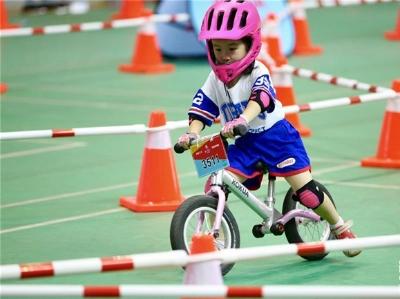 湖北襄阳:健康骑行 运动暑假【组图】