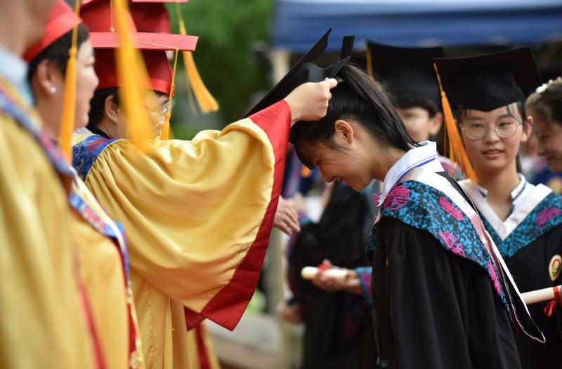 開啟新徵程!圍觀廣雅中學高三學子畢業冠冕禮