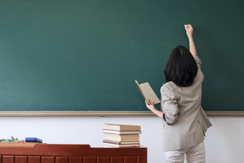 南粤优秀教师评选来了!今年有啥标准?